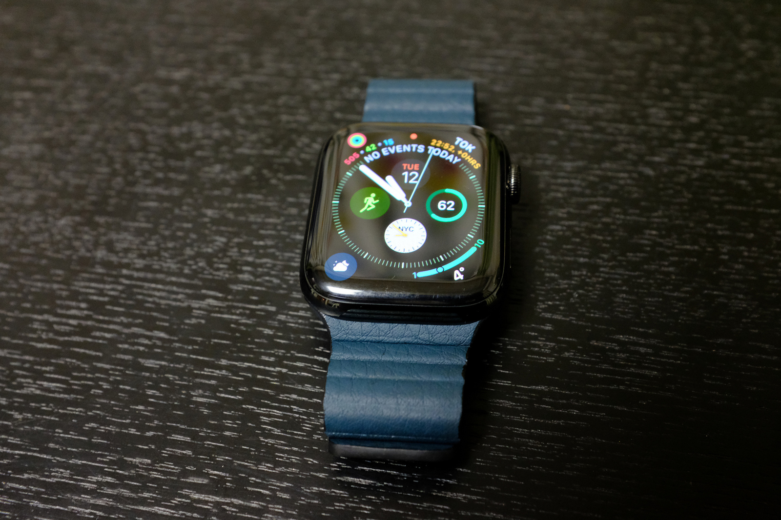 Apple Watch Series4 Leather Loop Forest Green-1